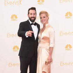 Josh Kelley y Katherine Heigl en la alfombra roja de los Premios Emmy 2014