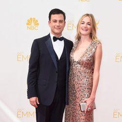 Molly McNearney y Jimmy Kimmel en la alfombra roja de los Premios Emmy 2014