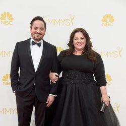 Melissa McCarthy y Ben Falcone en la alfombra roja de los Premios Emmy 2014