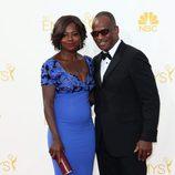 Viola Davis y Julius Tennon en la alfombra roja de los Premios Emmy 2014