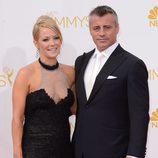 Matt LeBlanc y Andrea Anders en la alfombra roja de los Premios Emmy 2014