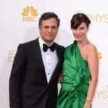 Mark Ruffalo y Sunrise Coigney en la alfombra roja de los Premios Emmy 2014