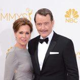 Bryan Cranston y Robin Dearden en la alfombra roja de los Premios Emmy 2014