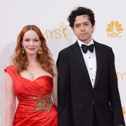 Christina Hendricks y Geoffrey Arend en la alfombra roja de los Premios Emmy 2014