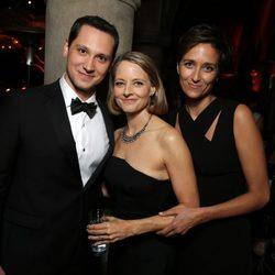 Matt McGorry, Jodie Foster y Alexandra Hedison en la fiesta de Netflix tras los Emmy 2014