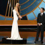 Sofia Vergara posa como una muñeca en los Emmy 2014
