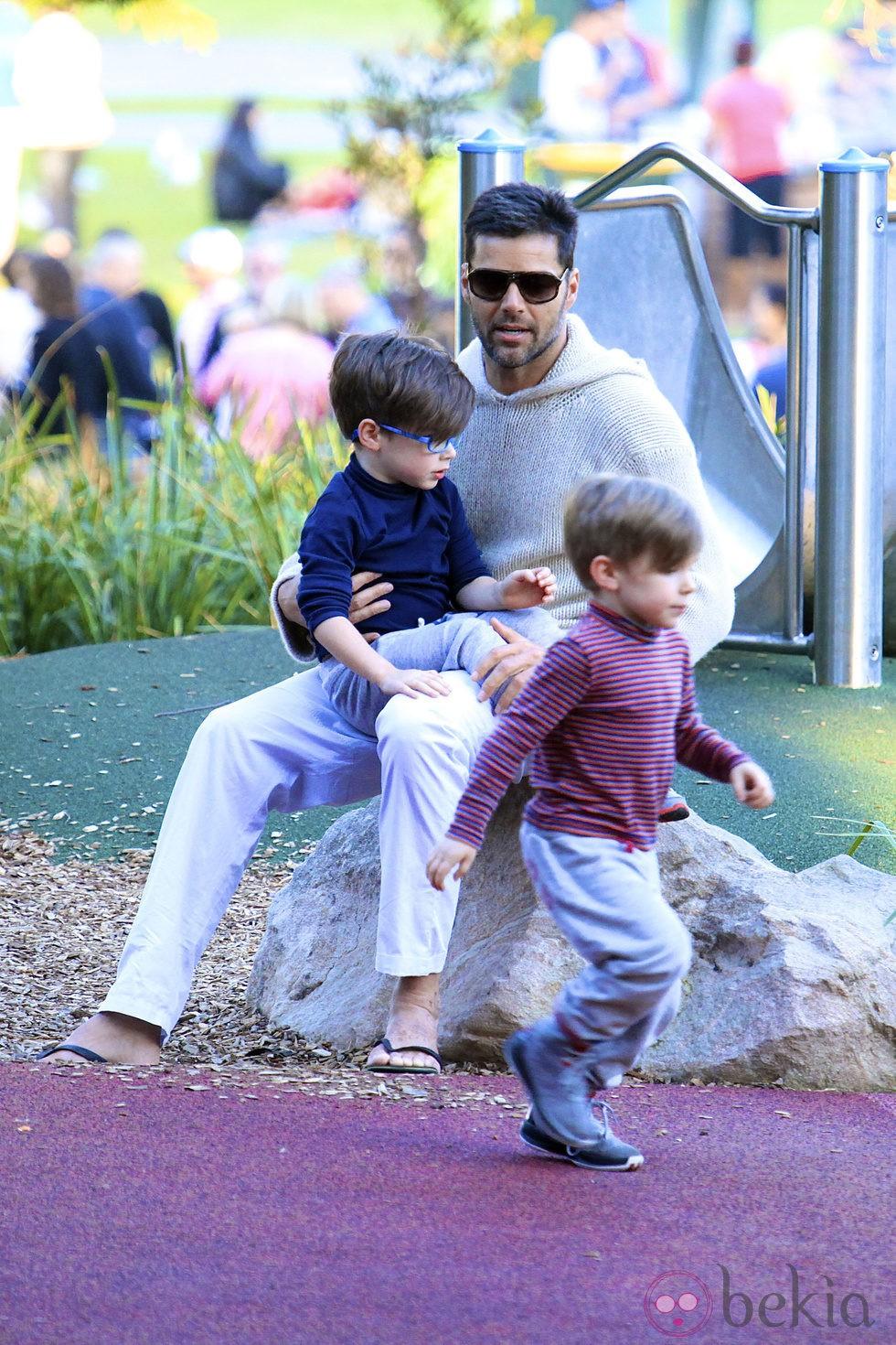 Ricky Martin con sus hijos Matteo y Valentino