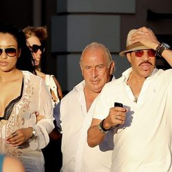 Lionel Richie y su novia pasan un día de compras en Saint Tropez