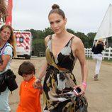 Jennifer Lopez con sus hijos Max y Emme dando un paseo