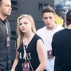 Brooklyn Beckham y Chloe Moretz en el Festival Made In America