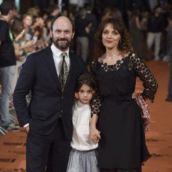 Will Keen junto a su esposa y su hija en el estreno de 'Refugiados' en el FesTVal 2014