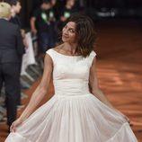 Natalia Tena muestra su vestido en el estreno de 'Refugiados' en el FesTVal 2014