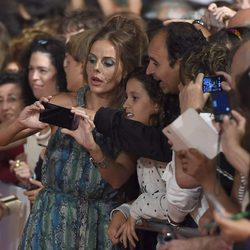 Miryam Gallego con los fans en el estreno de la sexta temporada de 'Águila Roja' en el FesTVal 2014