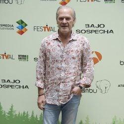 Lluis Homar en la presentación de 'Bajo Sospecha' en el FesTVal de Vitoria 2014