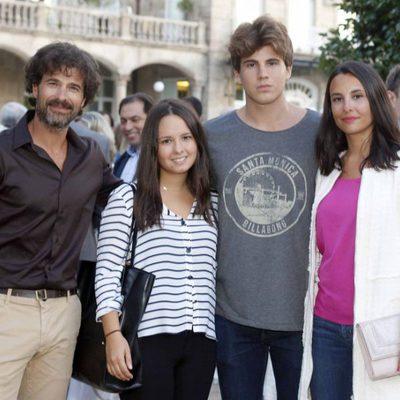 Rodolfo Sancho con su novia Xenia Tostado y su hijo Daniel