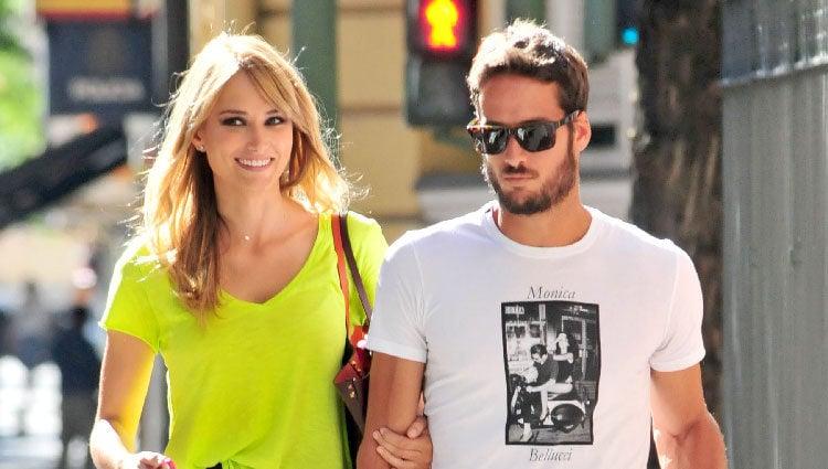 Alba Carrillo y Feliciano López paseando por Madrid tras anunciar su boda
