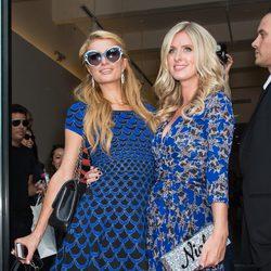 Paris Hilton y Nicky Hilton en la Semana de la Moda de Nueva York Primavera/Verano 2015
