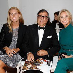 Corinna zu Sayn-Wittgenstein con su hija y Bob Colacello en el Nueva York Fashion Week primavera/verano 2015