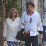 María Teresa Campos y Bigote Arrocet paseando por Málaga