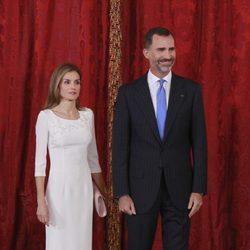 La Reina Letizia y el Rey Felipe VI durante un almuerzo con el presidente de Panamá en el Palacio Real
