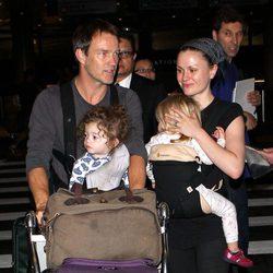 Anna Paquin y Stephen Moyer aterrizan en Los Ángeles