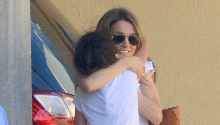 La Reina Letizia abraza a su sobrina Victoria de Marichalar