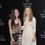 Chloe Bridges y Taissa Farmiga en la apertura de la Semana de la Moda de Nueva York Primavera/Verano 2015