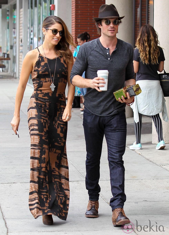 Ian Somerhalder y Nikki Reed pasean su amor en Beverly Hills