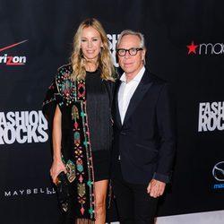 Tommy Hilfiger y Dee Ocleppo en la gala Fashion Rocks 2014