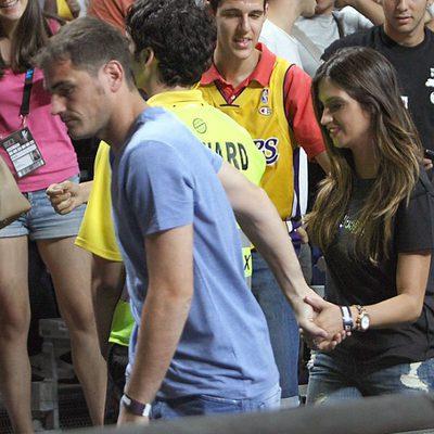 Iker Casillas y Sara Carbonero en el partido del Mundial de Baloncesto 2014 Francia-España