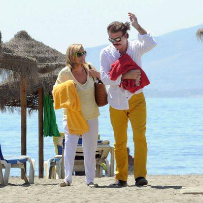 María Teresa Campos y Bigote Arrocet en la playa de Málaga