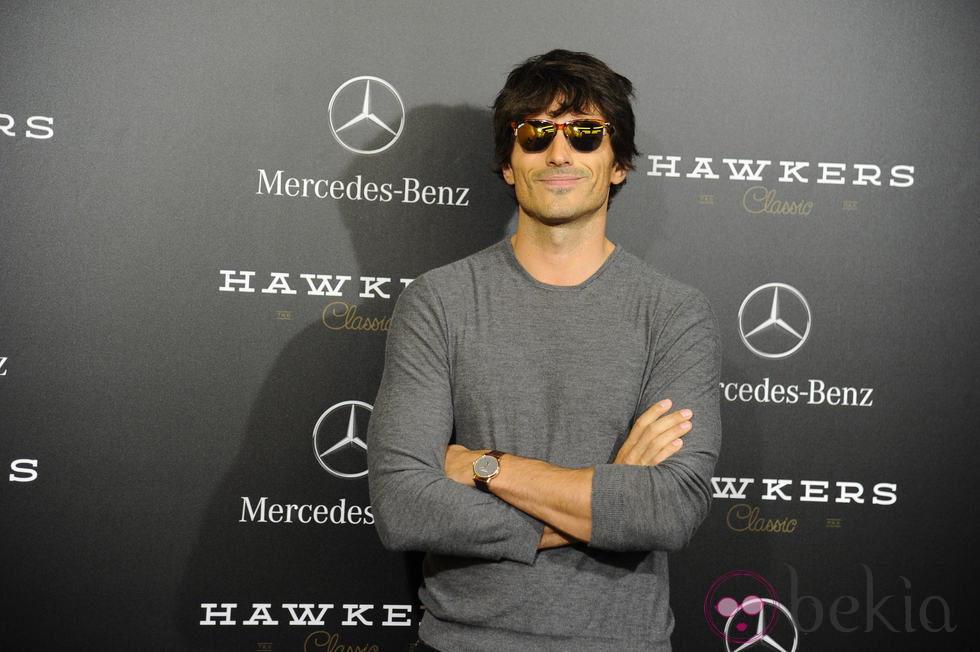 Andrés Velencoso presenta un nuevo modelo de gafas en la Mercedes-Benz Living