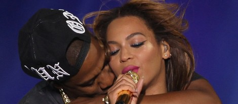 Beyoncé y Jay Z durante el concierto en París de la gira 'On The Run'