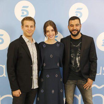 Álvaro Cervantes, María Valverde y Antonio Velázquez presentan 'Hermanos' antes del estreno