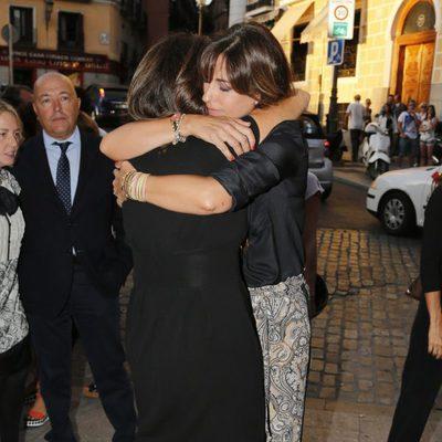 Ana Rosa Quintana y Mariló Montero se funden en un abrazo en la misa funeral de Carmen Hortal