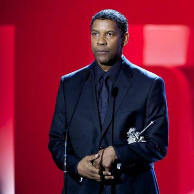 Denzel Washington posa con el Premio Donostia 2014