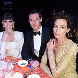 Luke Evans, Nieves Álvarez y Coco Rocha en la Gala amfAR de Milán 2014