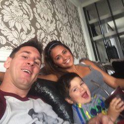 Leo Messi, Antonella Roccuzzo y Thiago Messi disfrutando de una tarde en familia