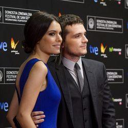 Josh Hutcherson y Claudia Traisac en la alfombra roja de la presentación de 'Escobar: Paraíso perdido' en el Festival de San Sebastián 2014