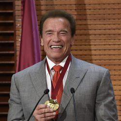 Arnold Schwarzenegger recibe la primera Medalla Embajador Madrid Destino