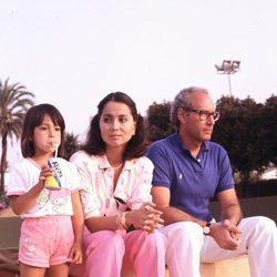 Isabel Preysler y Miguel Boyer con su hija Ana en los años noventa