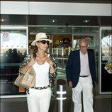 Isabel Preysler y Miguel Boyer a la vuelta de unas vacaciones