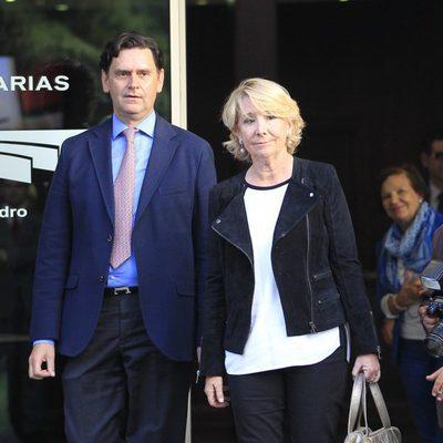 Esperanza Aguirre en el tanatorio de Miguel Boyer