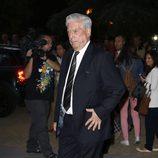Mario Vargas Llosa en el tanatorio de Miguel Boyer
