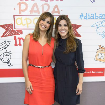 Sandra Sabatés y Raquel Sánchez Silva en la presentación del Día de la Banderita 2014