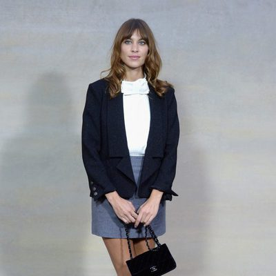 Alexa Chung en el desfile de Chanel en la Semana de la Moda de París primavera/verano 2015