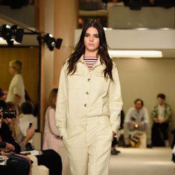 Kendall Jenner desfilando para Sonia Rykiel en la Semana de la Moda de París primavera/verano 2015
