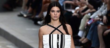 Kendall Jenner desfilando para Chanel en la Semana de la Moda de París primavera/verano 2015
