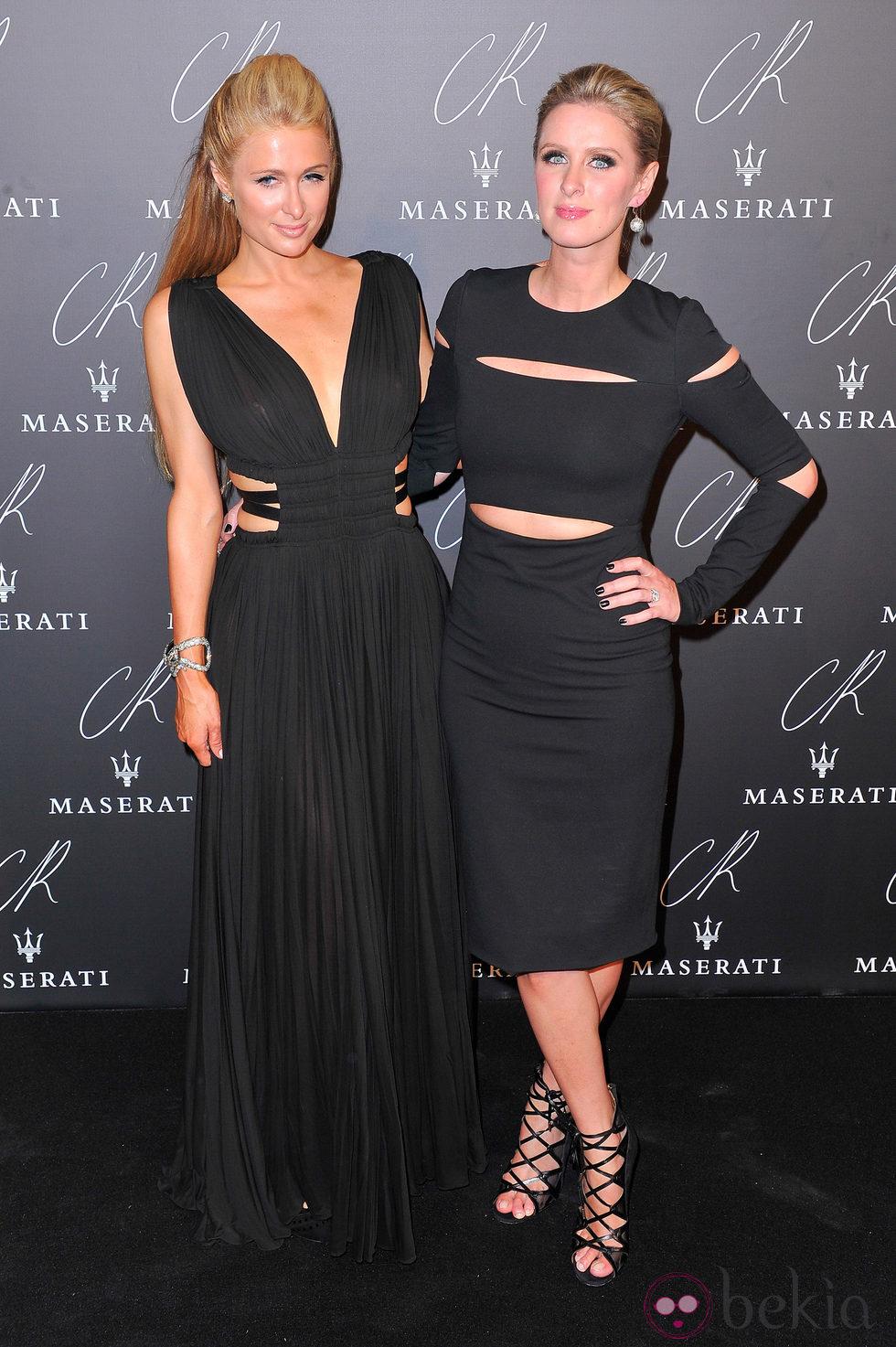 Nicky y Paris Hilton en una fiesta organizada en el marco de la Paris Fashion Week