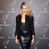 Alice Dellal en una fiesta organizada en el marco de la Paris Fashion Week